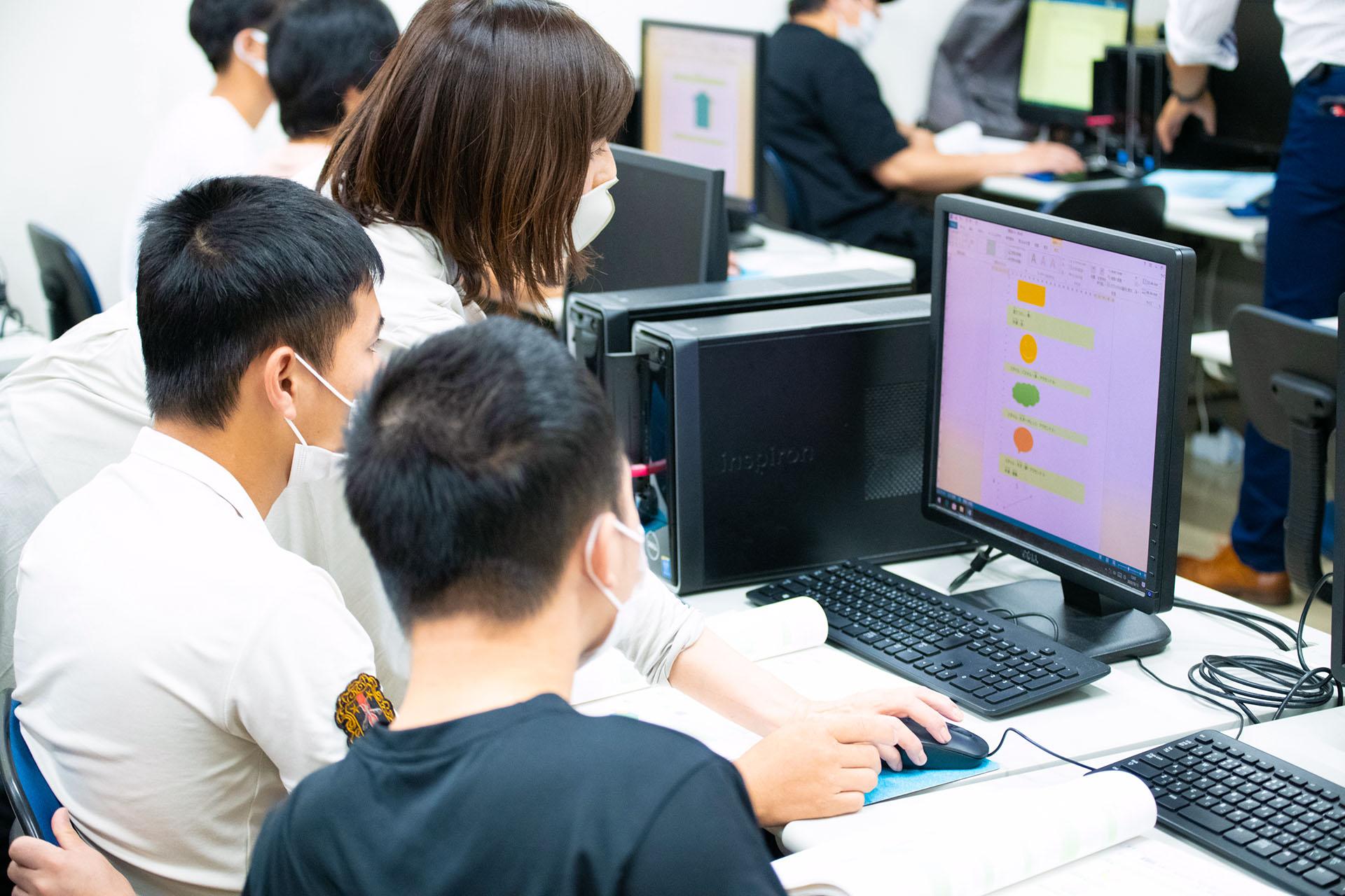 国際通訳ビジネス学科 就職に直結する技術を身につける
