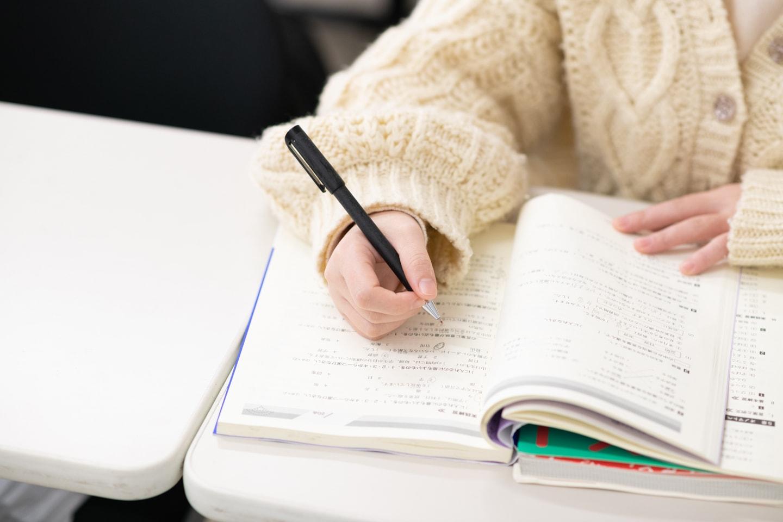 国際文化コミュニケーション学科|大学進学時に対応できる日本語と英語の基礎学力を養成する